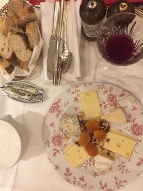 bread-cheese-paris